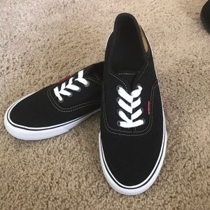 Levi's black low top lace up